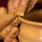 """""""Tutti noi siamo vasi d'argilla, fragili e poveri, ma nei quali c'è il tesoro immenso che portiamo"""" Papa Francesco"""